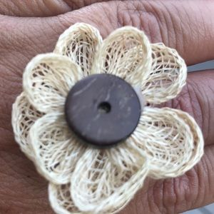 Adorable stretch flower ring